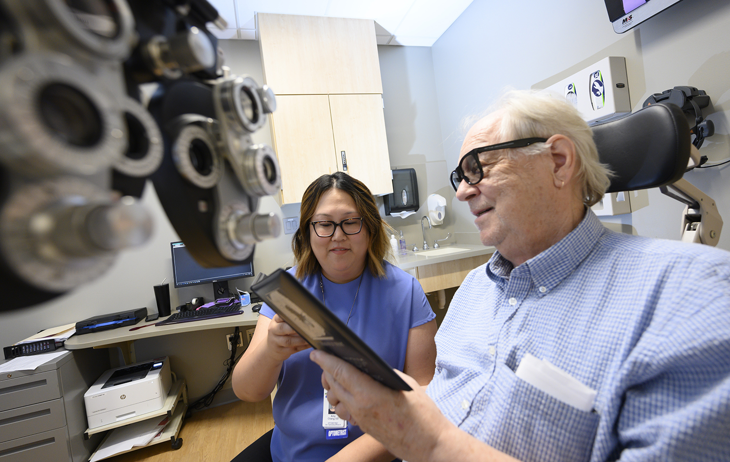 hero image only neuro eye patient with doctor